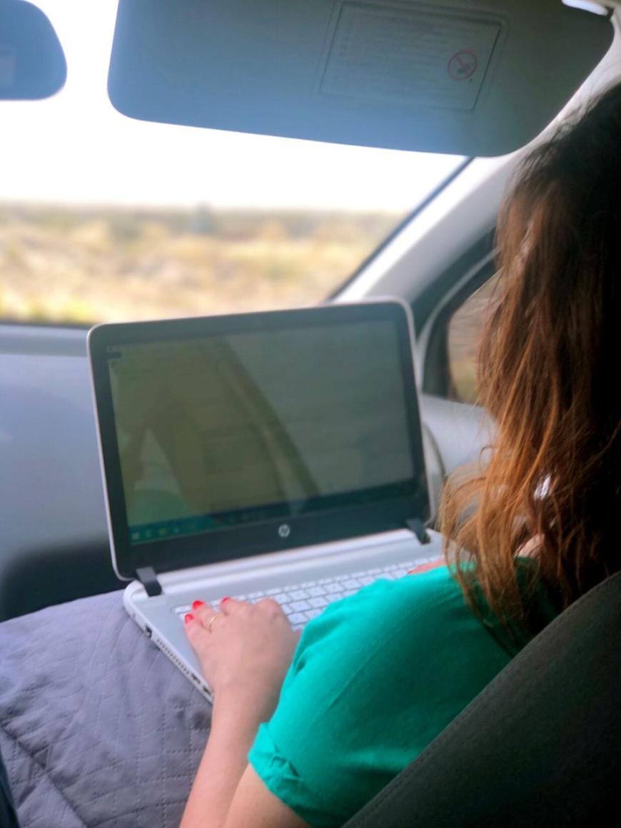 escrevendo na estrada