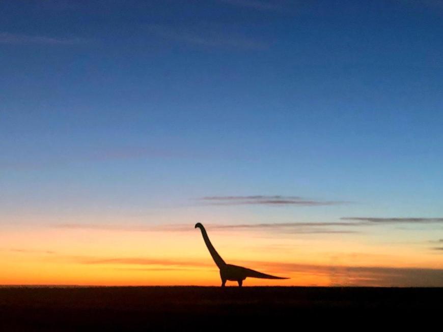 Titanossauro Trelew pôr do sol