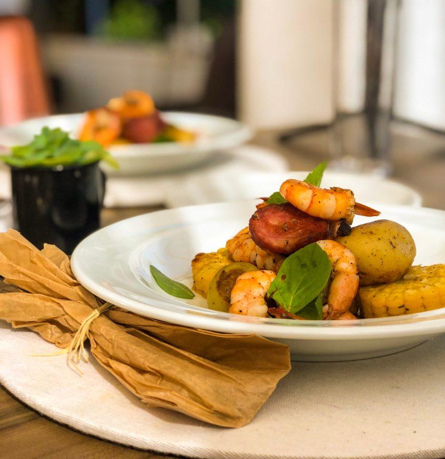 camarão com linguiça paio, milho e batatas restaurante pacífico itapirubá