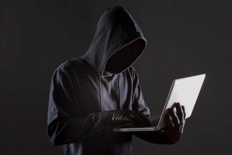 ¿Cómo protegerse de las estafas en línea?