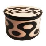 Cajita multiuso de cerámica con diseños geométricos redondeados