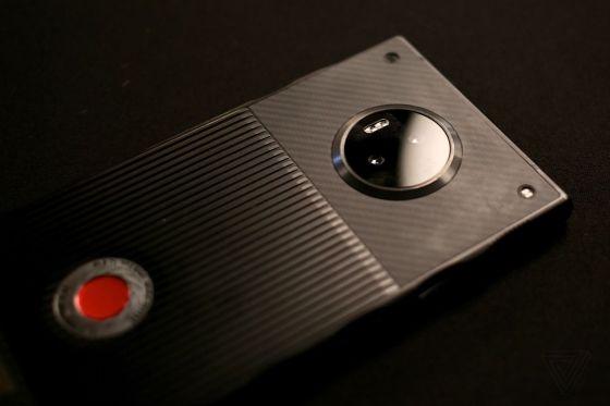 Práctico con el RED Hydrogen One, un teléfono inteligente increíblemente ambicioso