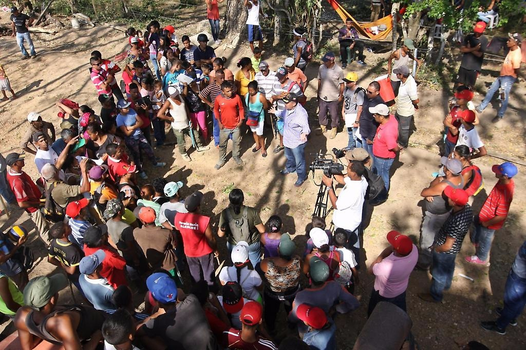 A campesino assembly in the Negro Miguel Commune, a recent occupation of unused land in Lara State
