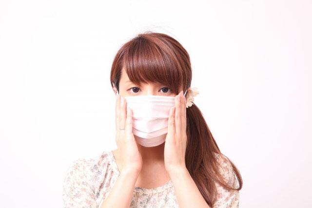 マスクを着けた女性