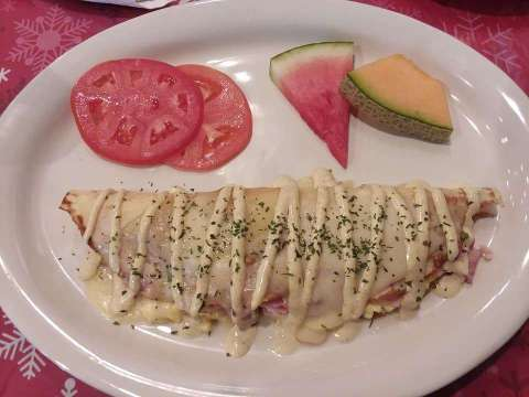 Le Crepe Delacroix… ham, eggs and melted swiss cheese inside a perfectly made crepe drizzled in a champagne mustard sauce that quite honestly was the most delicious part of the whole plate.