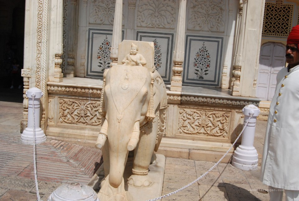 Elephant made out of marble in front of Diwan-E-Khas