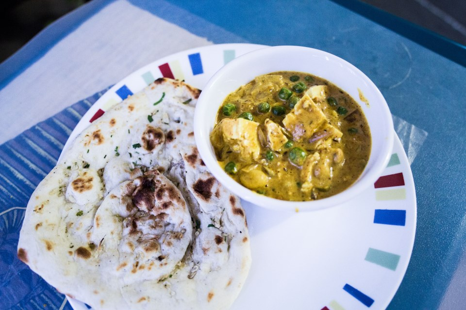 photo of mutter paneer with naan