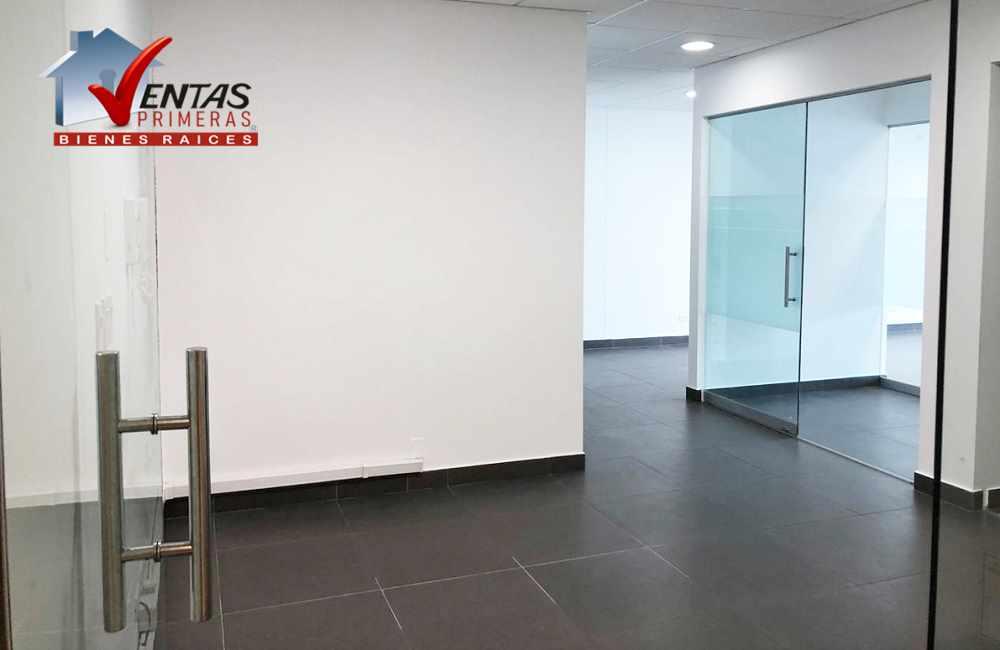 Oficina en Miraflores limite San Isidro