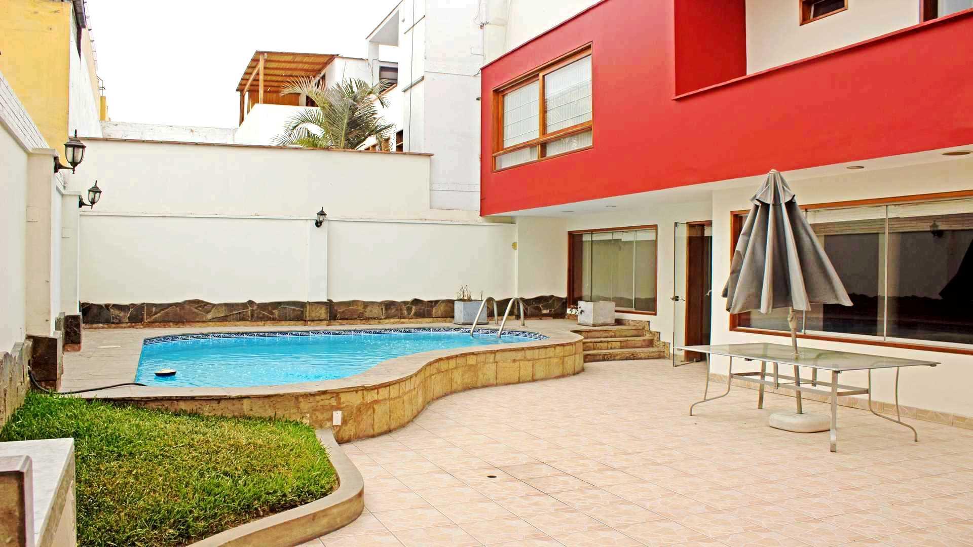 Hermosa casa con piscina en Urb Aurora