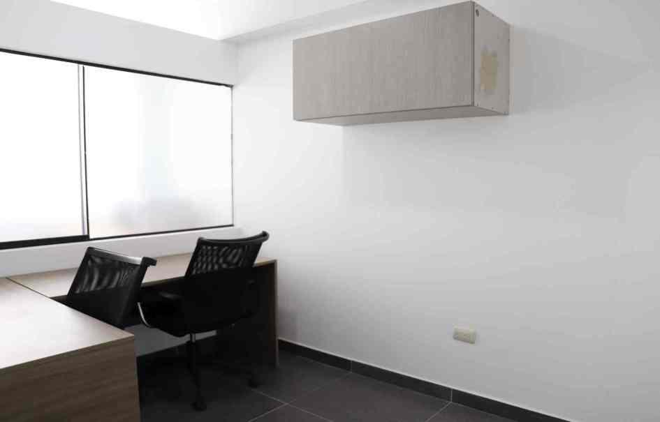 Alquiler de oficina con áreas comunes