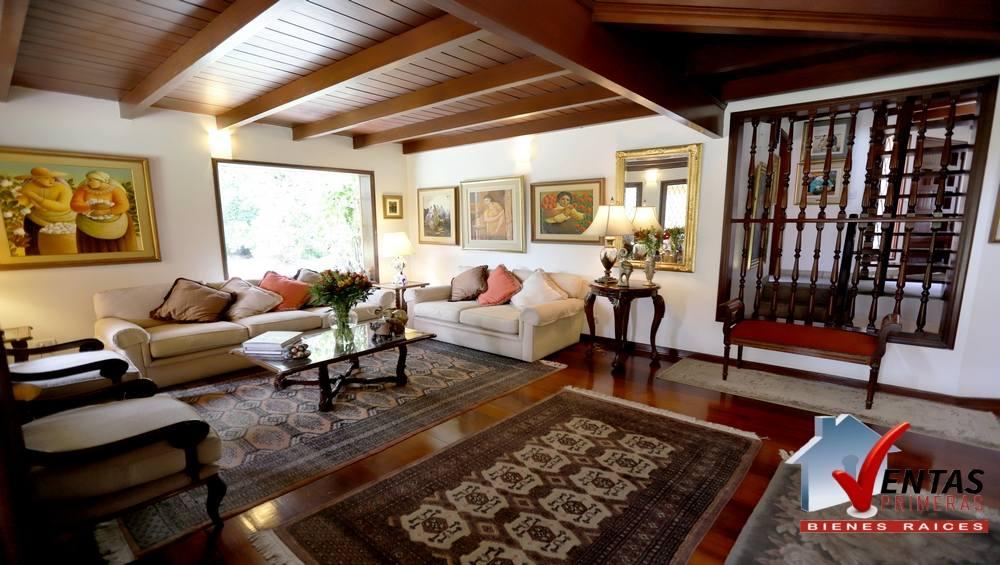 Bella casa única por Country Club La Planicie