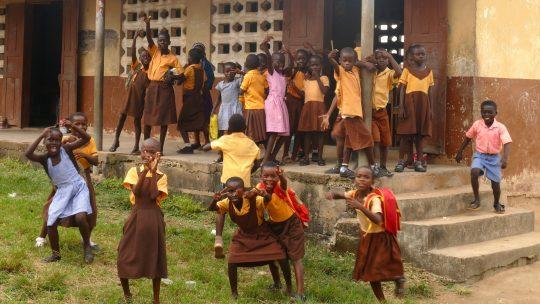 Festeggiamo la Giornata dell'Istruzione con le ragazze di Adjumako