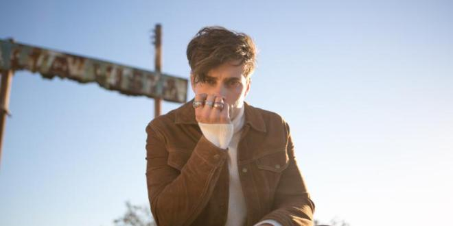 """SPENCER SUTHERLAND PREMIERES NEW MUSIC VIDEO FOR """"WALLPAPER"""""""