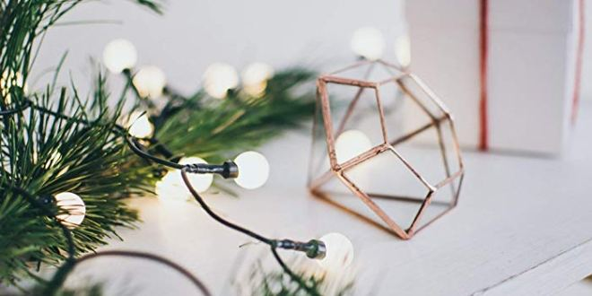 CHRISTMAS GIFTS FOR PEOPLE WHO WEAR GLASSES