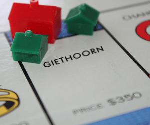 https://img.webme.com/pic/b/baccara-hopsten/Monopoly.jpg