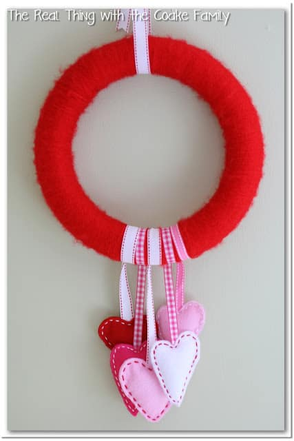 Circle Wreath with Felt Hearts