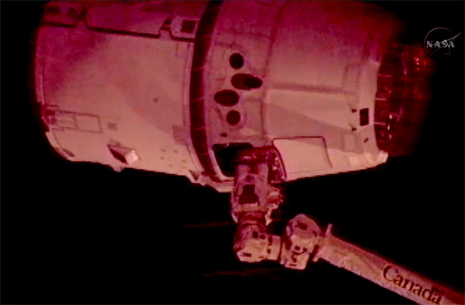 spacex-captured-iss