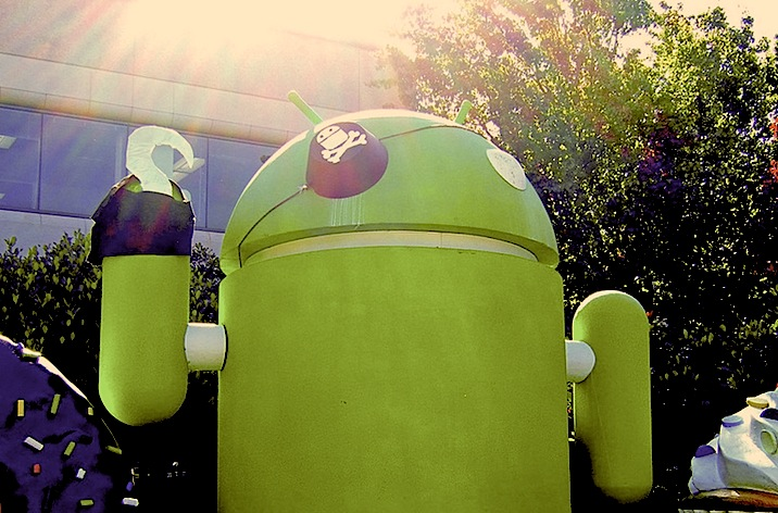 Google Android statue dressed as a pirate for Halloween 2009