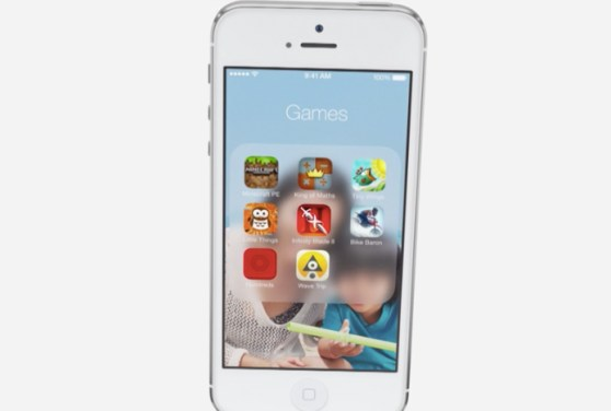iOS 7 transparency gives a 3D effect when tilting the phone