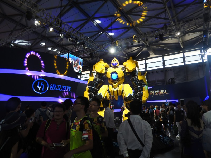 This freaking big mech was in a promiment position at ChinaJoy.