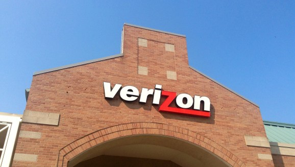 Verizon will lock all new telephones to thwart theft and fraud