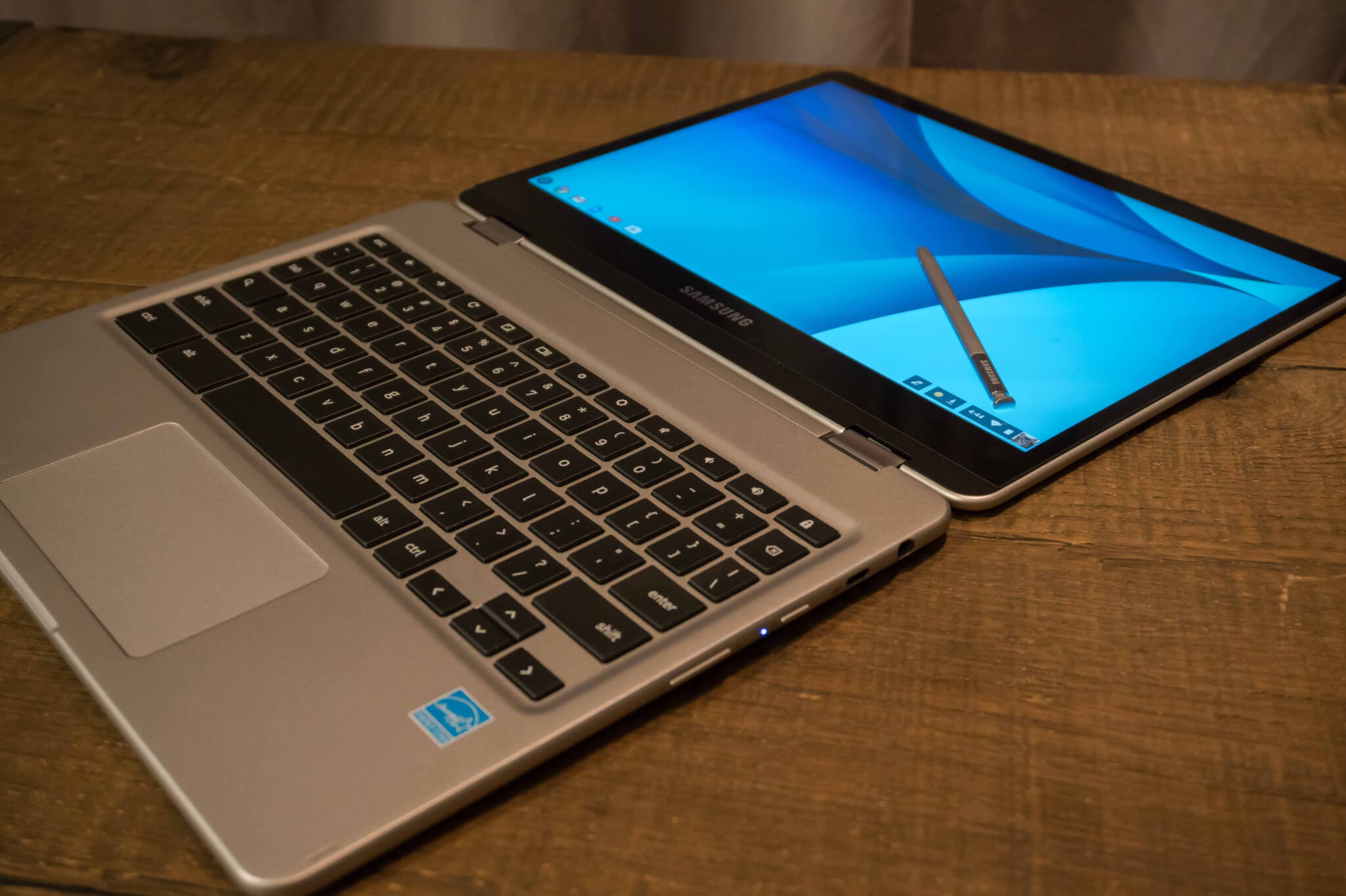 The Samsung Chromebook Pro and Plus features a 360-degree touchscreen display.