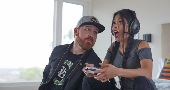 Influencer MissesMae (right) demos a Turtle Beach headset.