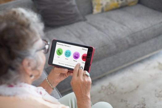 How GrandPad makes communicating easier for the elderly 2