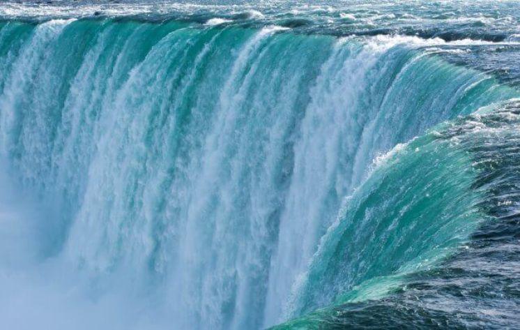 cascading waters of the horseshoe at Niagara Falls