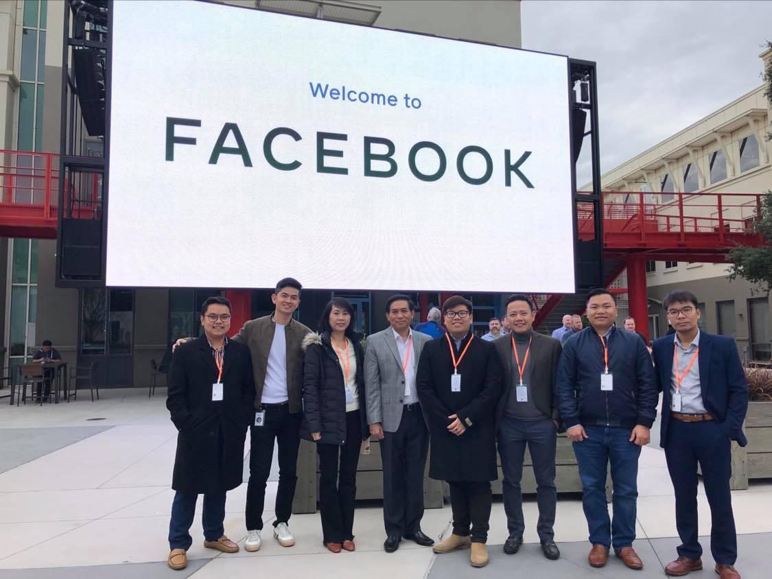 Thăm quan Facebook cùng TLSQ tại SF