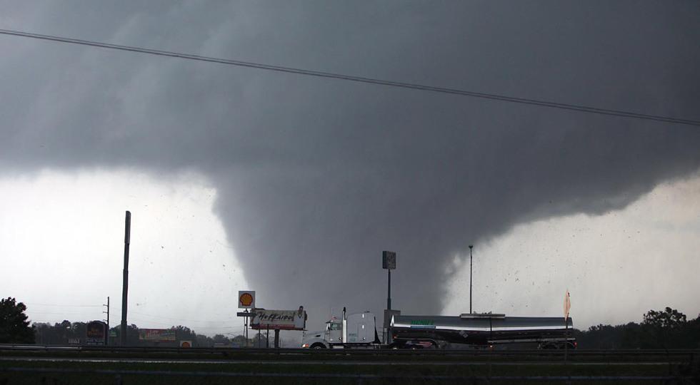 A causa de un tornado una mujer acepta a Cristo como salvador