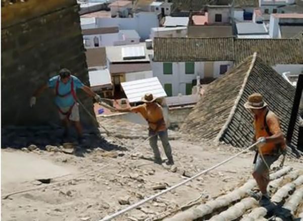 Las obras de Santiago han comenzado con el arreglo del tejado