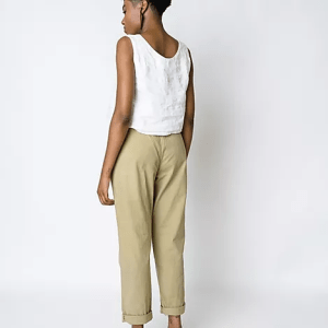 black woman with Brisa Top Off White Slow Fashion