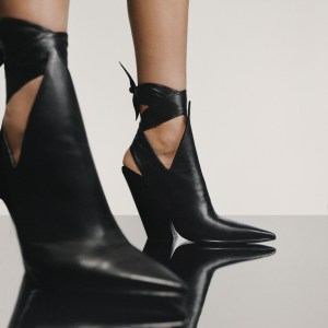 Burberry point-toe- mules in black with strap aroud anckles