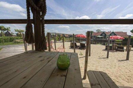 alleen op vakantie in Nederland Noord-Holland.