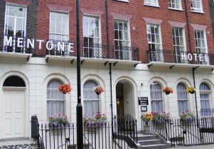 Menton (Mentone) je miran porodični hotel u srcu Blumsberija