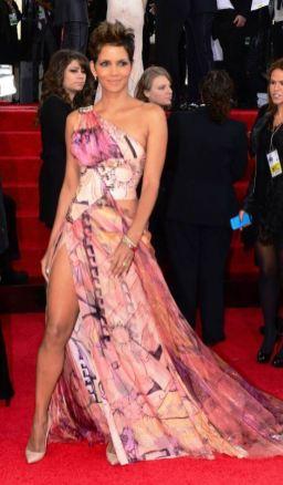Hale Beri u Versace haljini