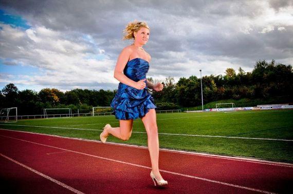 Nemica Julia Plecher koja je u stiklama pretrcala 100m za 14,5 sek