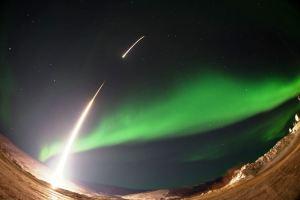 Raketa koja ide pravo u polarnu svetlost na Aljasci