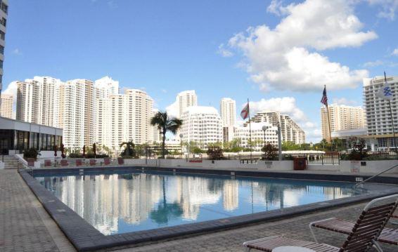 Skola jezika OHLA Miami, bazen