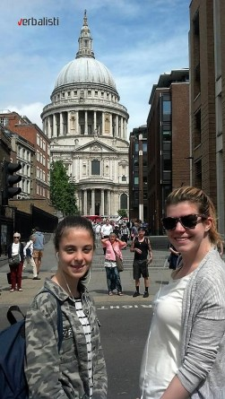 Polaznice jezicke mreze ispred St. Paul's Cathedral