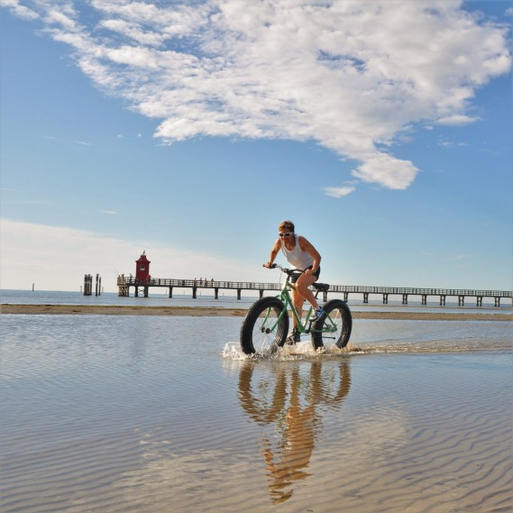 Voznja biciklom po plazi, Linjano
