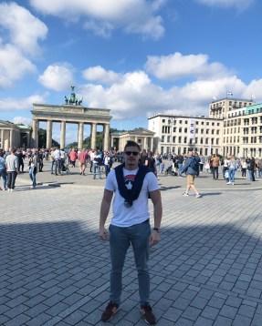 Aleksandar Kovacevic ispred Brandenburske kapije, Verbalisti