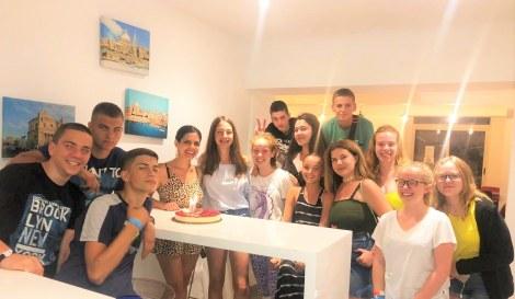 Tradicija najlepših rođendana na Malti se nastavlja - ovoga puta priredili smo iznenađanje našoj Ivi Ivanišević! 🤩 Želimo joj divnu i uspešnu godinu i mnogo zanimljivih putovanja!!!!