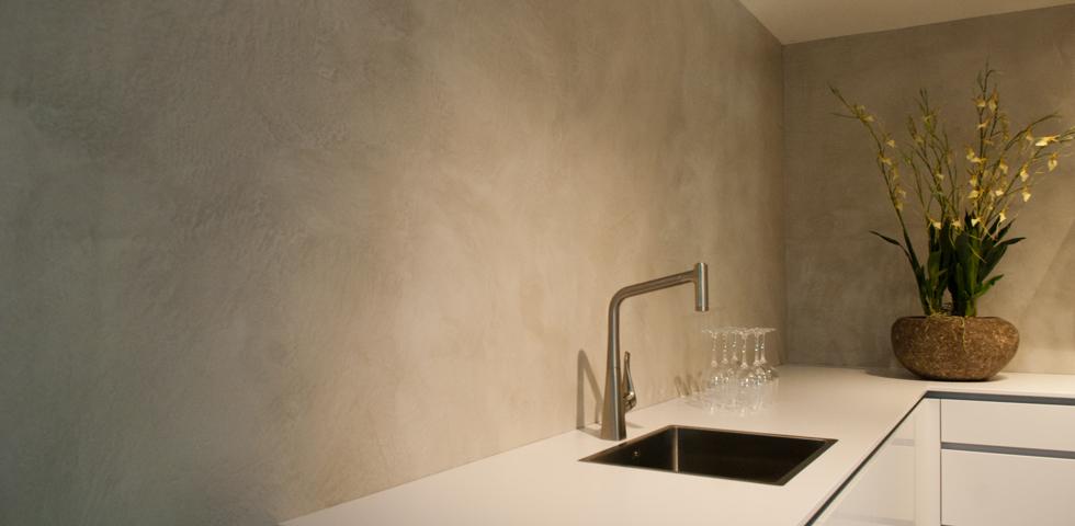 VERBAUbetonstuc in nieuwe keukenshowroom Plieger aan A2