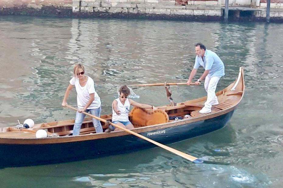 On a venetian rowboat, the stern man is the skipper