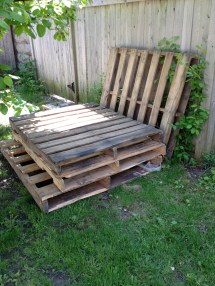 Temporary Outdoor Sofa With Pallets Verbena