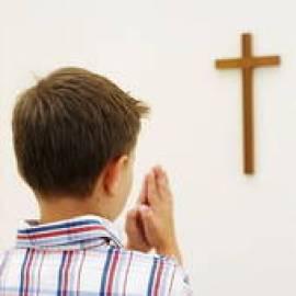 chłopiec modli się (2)