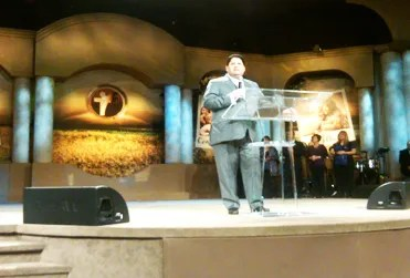 Noriega en la Iglesia Alpha & Omega de Miami, EE.UU