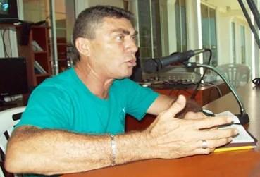 """Leal en el programa de radio """"Paz en la tormenta"""" por Las Pulgas 104.9 FM"""